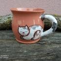 Festett cicafigurás bögre, macskás bögre, cicás bögre, Korongolt pocakos bögre kézzel festett macskafig...