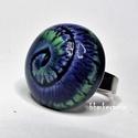 SPIRÁLMINTÁS - Kék-zöld mázas kerámia gyűrű, Ékszer, óra, Gyűrű, Fehér agyagból, kézzel formázott gyűrű érdekessége a spirálminta, melyet a kék és zöld máz tesz igaz..., Meska