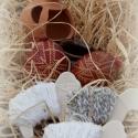 nyuszis sótartó bárányokkal, Húsvéti díszek, Dekoráció, Otthon, lakberendezés, Konyhafelszerelés, Ajtódísz, kopogtató, Az ünnepi asztalra sótartónak, vagy kedves hangulatú dekorációként funkcionálhat a korongolt testű t..., Meska