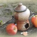 almasütő, Konyhafelszerelés, Almasütő, melyben egy mécsessel finomra párolódik a kockára vágott alma. Fahéjjal, mézzel meghintve,..., Meska