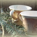 csésze angyalokkal angyaloknak, Otthon, lakberendezés, Konyhafelszerelés, Bögre, csésze, Fehéragyagból korongolt csészék az oldalán angyalka nyomattal. Belül fehér/szintelen mázas, kívül pe..., Meska