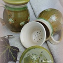bögrék gyógyteához, gyümölcsteához, Konyhafelszerelés, Bögre, csésze, Újabb szűrős teásbögrék tél végi páros teázáshoz, tavaszi hangulattal.....melyet olivás zöld mázzal ..., Meska