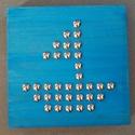 Kis vitorlás hajó, Gyerek & játék, Otthon & lakás, Gyerekszoba, Dekoráció, Mindenmás, 15x15 cm-es tömbösített fenyő alapra (18 mm vastag) készült, ezüst szegekkel a kis vitorlás minta. ..., Meska