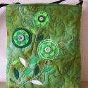 Zöld gomb- és filcvirágos , Saját festésű molinóból készült ez a hímze...