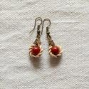 ETNO Vörös fülbevaló gyékényfonattal díszítve, Divat a természetből!  A fülbevaló különlege...