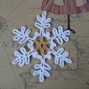 Fehér-arany hópihe karácsonyfadísz, Dekoráció, Ünnepi dekoráció, Karácsonyi, adventi apróságok, Karácsonyfadísz, Fehér-arany, horgolt hópihe karácsonyfadísz. Felhasználható bármilyen karácsonyi dekoráció..., Meska