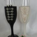 Magyaros esküvői pohár pár, Esküvő, Nászajándék, Esküvői dekoráció, Gyurma, Egyedi kézzel készített pohár pár. Süthető gyurmát használtam a díszítéshez. Talp részre név és dát..., Meska