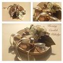 Vintage stílusú gyűrűtartó , Esküvő, Esküvői dekoráció, Gyűrűpárna, Vintage stílusú csipke gyűrűtartó  lenvászon felhasználásával. Átmérő 13 cm, Meska