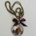 Vörösbegy - Üveglencsés medál, A leginkább karácsonyi gömbre emlékeztető med...