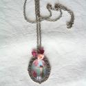Kolibri - Üveglencsés nyaklánc, Szorgos kis kolibri madár ezüstszínű foglalatb...
