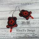 Piros fekete sujtás fülbevaló - Virágos sujtás ékszer - Sujtás ékszer a hétköznapokra, Ékszer, Fülbevaló, Egyedi tervezésű sujtás fülbevaló, piros és fekete színekben. A közepén piros virágos gyö..., Meska