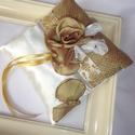 Gyűrűpárna-rózsás-óarany-frézia-arany, Esküvő, Gyűrűpárna, Esküvői ékszer, Egyedi óarany színű gyöngy középpel készült fréziákkal díszített, rózsa központtal meg..., Meska