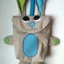 Tojásgyűjtő táska - nyuszi (Marci), Táska, Játék, Kosár, Varrás, Húsvéti csoki tojás gyűjtő Nyuszi táska.  Ő egy drapp nyuszika zöld  és kék pettyes fülekkel és kék..., Meska