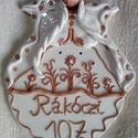 Angyal lány - Kerámia házszámtábla, Magyar motívumokkal, Otthon, lakberendezés, Dekoráció, Utcatábla, névtábla, Különleges, egyedi házszámtábla, melyet vörös és fehér agyag kombinálásával készítette..., Meska