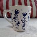 Kék ringó tulipán - Kerámia teásbögre, Konyhafelszerelés, Magyar motívumokkal, Otthon, lakberendezés, Bögre, csésze, Kerámia, A bögrére saját tervezésű minta került. Kérésre szívesen elkészítem Neked a teljes garnitúrát is!:)..., Meska