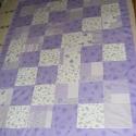 Lila patchwork takaró 20x20cm-es kockákból, falvédő, Otthon, lakberendezés, Lakástextil, Falvédő, Takaró, ágytakaró, Varrás, Patchwork, foltvarrás, Egy hasznos takaró lányoknak méret: 170x125cm Ez a takaró alkalmas ágy letakarására és takarózásra ..., Meska