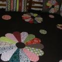 Csoki barna patchwork takaró drezdai tányér díszítéssel, +2db párnahuzat, Otthon, lakberendezés, Lakástextil, Takaró, ágytakaró, Patchwork, foltvarrás, mérete:210x190cm. A párnahuzatok mérete: 50x60cm.  Ez a takaró alkalmas ágy letakarására. Az anyago..., Meska