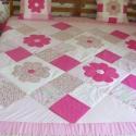 Pink patchwork takaró, nagy virágokkal, Otthon, lakberendezés, Lakástextil, Takaró, ágytakaró, Varrás, Egyedi készítésű takaró lányoknak méret: 200x180cm Ez a takaró alkalmas ágy letakarására és takaróz..., Meska