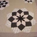 Csoki barna patchwork takaró drezdai tányér díszítéssel, +2db párnahuzat, Otthon, lakberendezés, Lakástextil, Takaró, ágytakaró, Patchwork, foltvarrás, mérete:210x190cm.  Ez a takaró alkalmas ágy letakarására. Az anyagot varrás előtt kimostam, tehát n..., Meska