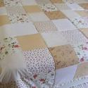 Patchwork takaró kockákból, pasztell színekből, rózsás