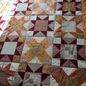 Narancssárga-barna csillagmintás patchwork  ágytakaró, takaró, Otthon, lakberendezés, Lakástextil, Takaró, ágytakaró, Patchwork, foltvarrás, Egyedi készítésű ágytakaró. Méret: 200x200cm.  Ez a takaró alkalmas ágy letakarására. Az anyagot va..., Meska