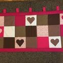 Patchwork falvédő, takaró pink-sötétbarna,  szívecske diszítéssel