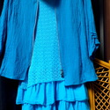 """Változások, Ruha, divat, cipő, Női ruha, Felsőrész, póló, Kendő, sál, sapka, kesztyű, Romantikus kékség:türkiz kékkel  festett,géz anyagú felsőm """"titkos találkája""""  a kert végében, egy a..., Meska"""