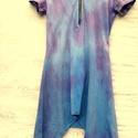 Kék-festő , Ruha, divat, cipő, Női ruha, Ruha, Foltberakás, Festett tárgyak, Búza kékkel-püspöklilával festett,elasztikus  anyagú,kapucnis tunika,oldalt hosszított szabással. E..., Meska