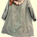 Bézsek és barnák, Ruha, divat, cipő, Női ruha, Blúz, Kendő, sál, sapka, kesztyű, Festett tárgyak, Foltberakás, Batikolt,drapp és világos barna színnel  festett,vékony vászonblúz. Nyaknál csipke betoldással varr..., Meska