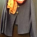 Furcsa szeptember, Ruha, divat, cipő, Kendő, sál, sapka, kesztyű, Női ruha, Barna,kötött anyagból való karigán,teljesen  ferde szabással (kötéssel).Kocka alakú  fagombokkal dís..., Meska