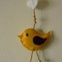 Szívecskés madaras lógó, Dekoráció, Szerelmeseknek, Dísz, Barkácsfilcből készítettem és pamut vattával béleltem ezt a vidám sárga kis madárkát. Sze..., Meska