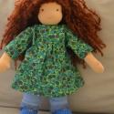 Bella -  waldorf lány öltöztetős baba, Bella kb. 35 cm magas, göndör, barna hajú, ölt...