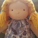 Waldorf jellegű lány öltöztetős baba+ ruha szettel, A baba kb. 35 cm magas öltöztetős baba. Egy plu...