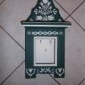 Kulcstartó, Magyar motívumokkal, Képzőművészet, Otthon, lakberendezés, Bútor, A képen látható zöld-fehér mintákkal ellátott kisebb méretű kulcstartó 3 akasztóval rendelkezik. Fen..., Meska