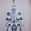 Vágódeszka, Dekoráció, Konyhafelszerelés, Magyar motívumokkal, Vágódeszka,  Fehér alapra a kék különböző árnyalataival készítettem el a galambokat ábrázoló mintát. Az alkotás ..., Meska