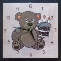 Macis falióra, Baba-mama-gyerek, Dekoráció, Otthon, lakberendezés, Falióra, óra, Falemez alapra kézzel festett macis figura órának elkészítve. A falap alapozott csiszolt, több réteg..., Meska