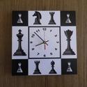 Sakkfigurás falióra, Otthon, lakberendezés, Dekoráció, Falióra, óra, Falióra sakkfigurák ábrázolásával. A téma: sakkfigurák.  Méret: 25 x 25 cm  Óraszerkezet folyamatos ..., Meska