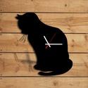 Falióra - macskás, Dekoráció, Otthon, lakberendezés, Dísz, Falióra, Famegmunkálás, Festett tárgyak, Kézzel festett óralap macska sziluettel, csendes járású óraszerkezettel ellátva. Körbevágott falapr..., Meska