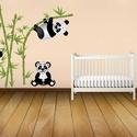 Falmatrica - Panda mackók, Dekoráció, Otthon, lakberendezés, Falmatrica, Saját tervezésű grafika, vinylre nyomtatva.  Aranyos pandamacik lógnak a bambusz ágakon, és lakmároz..., Meska