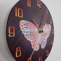 Pillangós falióra, Otthon, lakberendezés, Dekoráció, Falióra, óra, Színes pillangót ábrázoló óralap. A fekete háttéren halványan átsejlik a színes kockás a..., Meska