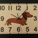 Tacskós falióra, Otthon, lakberendezés, Dekoráció, Falióra, óra, Saját tervezésű grafika. Kézi körkivágás. Téma:tacskós óra. Aranyos kis kutya a tacskó, sokak kedven..., Meska