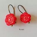 Korall virág füli - piros korall, Ékszer, Fülbevaló, Virág formára faragott piros korall ásványból (1 cm) készítettem vidám fülbevalót bronz színű akaszt..., Meska