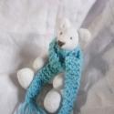 Lumi, az apró jegesmedve,   Lumi nagyon szereti a telet, az igazi jégvirág...