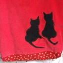 Macskás táska , Táska, Ruha, divat, cipő, Válltáska, oldaltáska, Élénkpiros kordbársony táska fekete cicákkal.    34x40 cm Bélése pamutvászon,  belső zsebbe..., Meska
