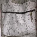 Szarvasos táska , Táska, Ruha, divat, cipő, Válltáska, oldaltáska, Fehér szarvasmintás vászonból készült táska fehér horgolt csipkével és egy csontgombbal.    35x40 cm..., Meska