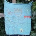 Mesebeli virágos-bogaras-lepkés táska, Táska, Ruha, divat, cipő, Sári lányom megrajzolta ceruzával, összeválogatta hozzá a színeket, az anyagokat, és szorosan felügy..., Meska