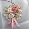 Rózsás lagenlook shabby textil ékszer romantikus nyaklánc, Ékszer, Nyaklánc, Rózsaszín és fehér textil rózsa, szalag, gyöngy és csipke  Kézzel készült minden része  11x11 cm A l..., Meska