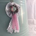 Rózsás nyaklánc , Ékszer, Nyaklánc, Medál, Textilékszer üveg cabochonnal és csipkével, kockás szalaggal  Bronzszínű, szétkapcsolható 60 cm hoss..., Meska