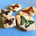 Pillangók ideje - dekorkavicsok, Dekoráció, Otthon, lakberendezés,  Élethű pillangók termésköveken. Rizspapír, decoupage technika.  A díszített felületeket többször la..., Meska
