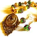 Kis barokk ajánlat - szett AKCIÓ!, Ékszer, Ékszerszett, Nyaklánc,  Barokk stílusú szett gyöngyhímzett gömbökkel, zöld-arany.meggy színvilággal.  A lánc hossza 51 cm. ..., Meska